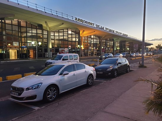 Sainte-Clotilde, Reunión: Services de taxis Navettes/ VTC taxi aéroport 24/7 Transfert aéroport Gillot Ile de la réunion