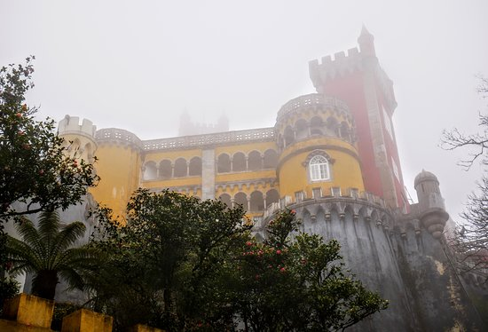 Sintra and Cascais Small-Group Full-Day Tour from Lisbon: Seen better photos!!