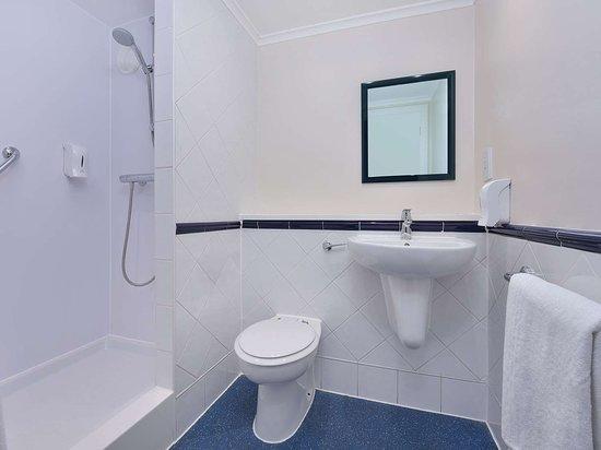 White Bathroom dmnd x