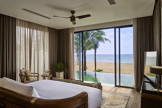 Master Bedroom in 3-bedroom Beachfront Villa