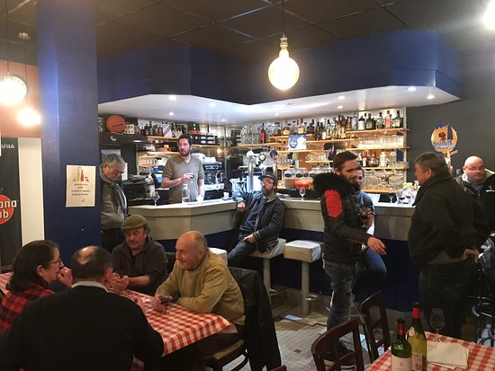 Retiers, France: Au Bistro bar.