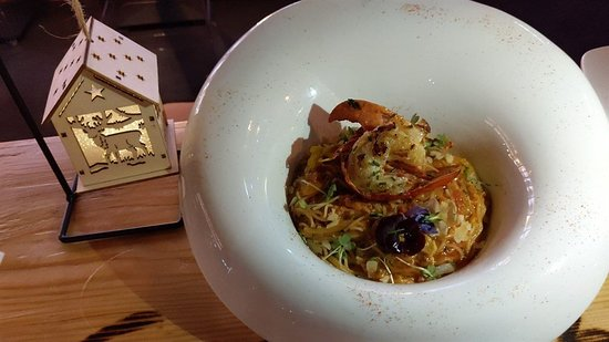 藍龍蝦天使麵配蕃茄汁