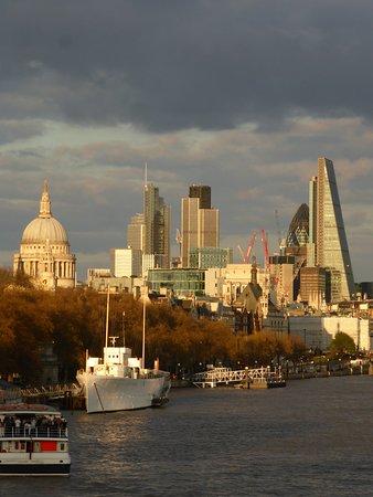 London, UK: Lungo il Tamigi