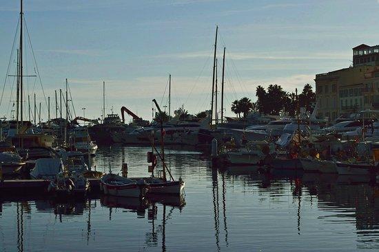 Канны. Старый порт. Тихим вечером