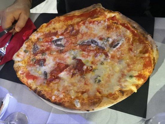 Luserna San Giovanni, Italia: Pizza tra amici. Ottima.