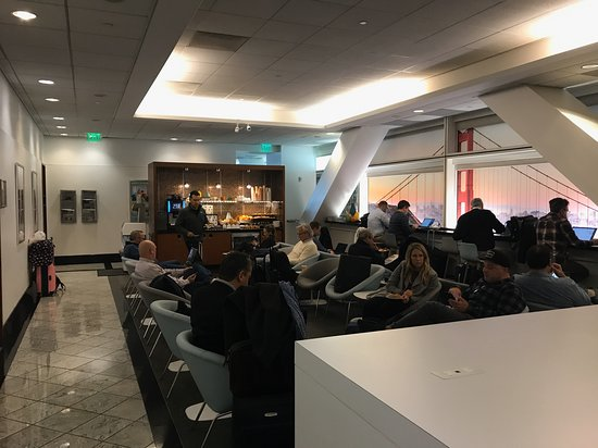 KLM Royal Dutch Airlines: The Skyteam Lounge at San Francisco