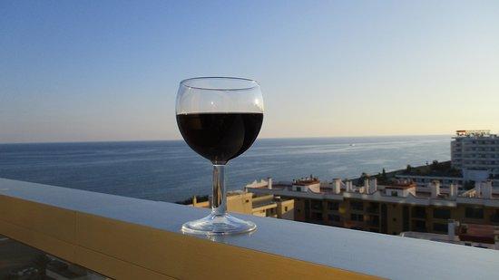 British Airways: Wine on the balcony