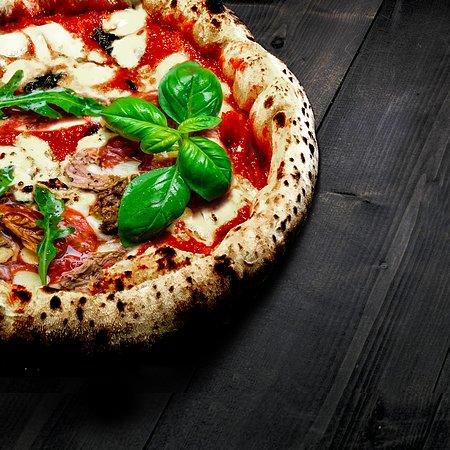 WOOD OVEN NEAPOLITAN PIZZA