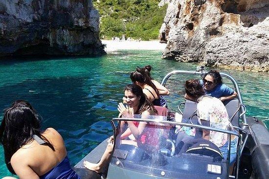 プライベートボートツアー:ビスマークの洞窟と自然