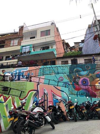 comuna 13 graffitour & cable car Φωτογραφία