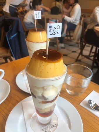 鎌倉でコーヒー専門店の老舗といったらここ。バリスタ堀内さんの淹れるコーヒーを目当てに全国からコーヒー好きの集まるお店。朝のワッフル、昼からのオムライス、プリンパフェがオススメ。店内で流れるブラジリアンミュージックもまたコーヒータイムを特別なものに。地元でも