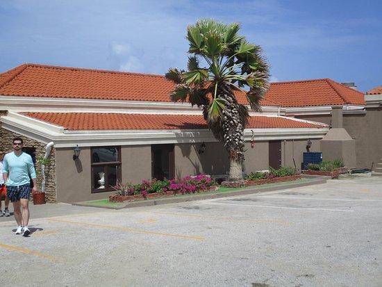 Vista  del Restaurante Italiano Faro Blanco ubicado en el  Faro California Lighthouse
