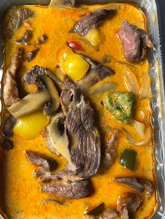 Boeuf sauté au curry rouge.