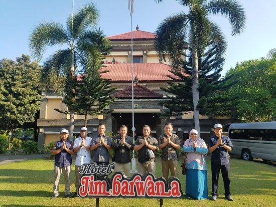 Tim Kunjungan Kerja menginap di Hotel Jimbarwana, sebelum kunjungan dijemput oleh driver Bali Top Holiday