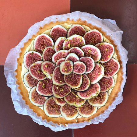 Summer pie with figs