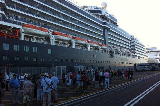 Van de haven van Civitavecchia met de ...