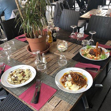 Nice, France: Table sympathique