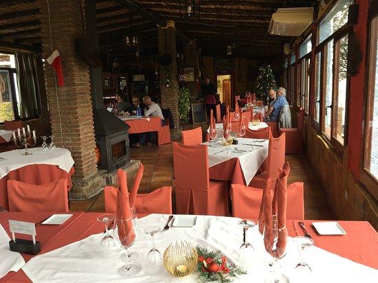Riogordo, España: Lovey roomy dining room