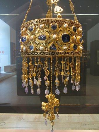 Votive crown of King Reccesvinth, Visigothic Guarrazar Treasure, 7th century, Museo Arqueologico Nacional, Madrid, Spain