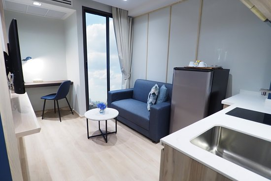 One Bedroom Executive with Kitchen, Balcony -377-sq-foot (35-sq-meter)  -Room with King Bed, Balcony, Kitchen, Private Toilet with Shower