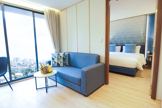One Bedroom Executive with Kitchen, Bathtub -377-sq-foot (35-sq-meter) -Room with King Bed, Kitchen, Private Toilet with Shower and Bathtub