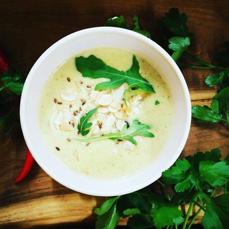Zupa dnia krem z brokułów z migdałami i gorgonzolą ❣