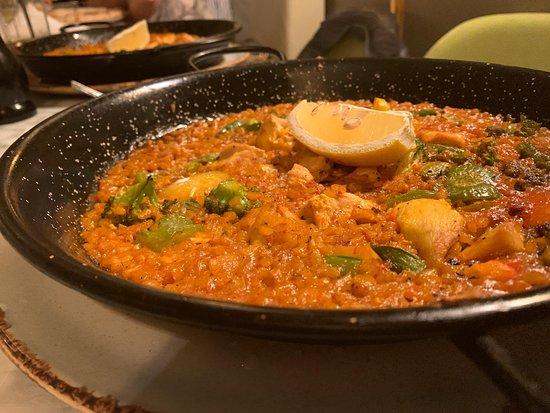 Sotto: Chicken Paella
