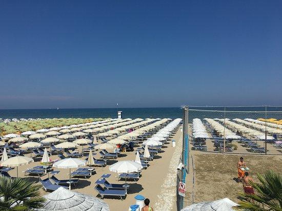 Pinarella, إيطاليا: Stabilimento balneare adatto a tutta la famiglia con ristorazione.