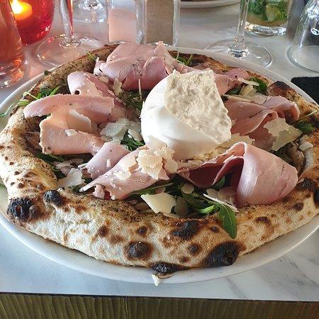 Pizza Mamma Mia au restaurant Le Comptoir Italien à Conflans. Excellente !!!!!!!