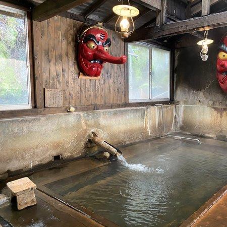 一個好舊好好景觀的溫泉旅館,大多是日本人,旅客不多,如果想見到古舊的建築,來看看也不錯  但注意一點,露天溫泉可能會有一些青苔啊