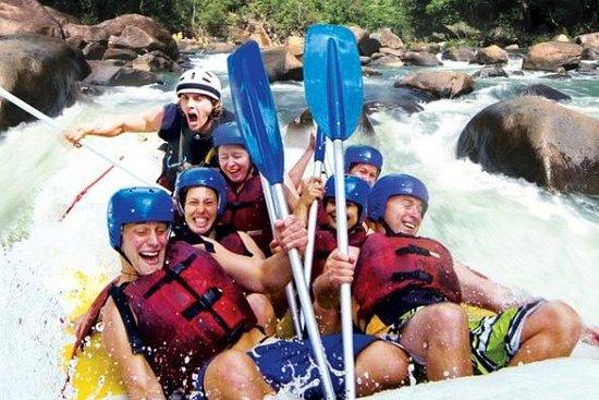 Foto de Rafting en aguas bravas de día completo en el río Tully en aguas bravas desde Cairns, con almuerzo de barbacoa