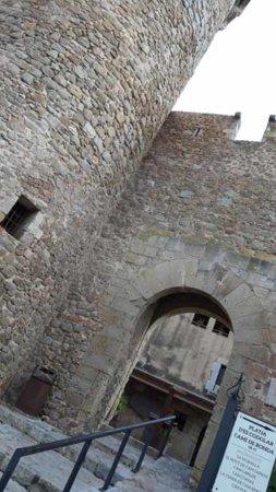 Tossa de Mar, Španělsko: entrée vers le chateau