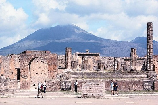 Vesuvius and Pompeii Tour