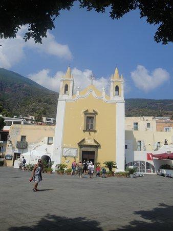 Chiesa vicino il porto