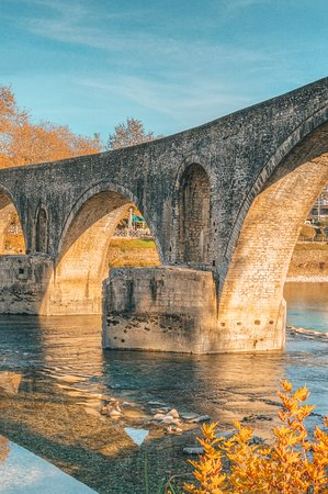 Arta's bridge is one of the most famous attractions in the region. There are many like this around Epirus and they all display the stone maison's art, a long tradition and a singular vision of architecture. #DiscoverGreece