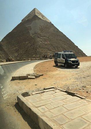 Zufahrt zur Pyramide