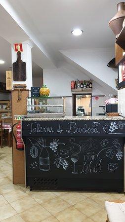 Taberna do Barbosa - Uma excelente decoração de balcão da nossa querida artista Carolina Pinto Ferreira