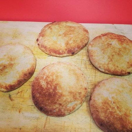 Parque Holandés, España: Focaccia con pan de pizza horneado ahora por solo 2€! Os esperamos!