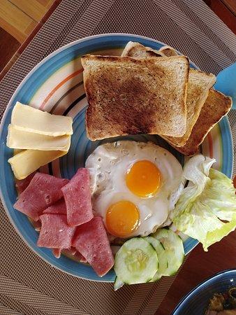 好大的一份美式早餐