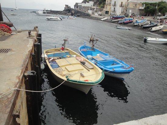 Alicudi, Italija: Barche