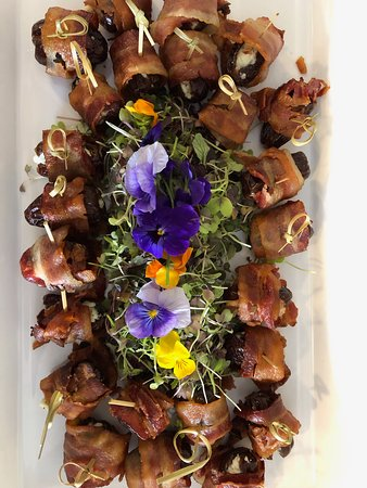 Larchmont, Estado de Nueva York: Dates wrapped with bacon and stuffed with Blue cheese