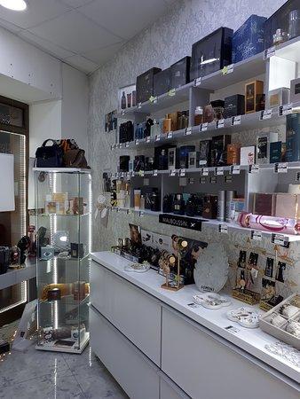 Parfimerija French Box  Originalni Parfemi i kozmetika posetite nas u Jagodina ili porucite  www.frenchboxsrbija.com instagram @French_box_srbija