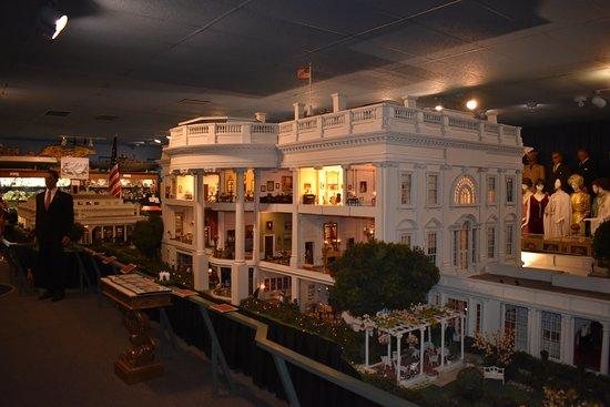Clermont, FL: Scale Model of the White House