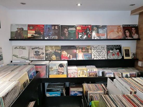 Des vinyles essentiellement d'occasion à partir de 5€ le 33 tours !