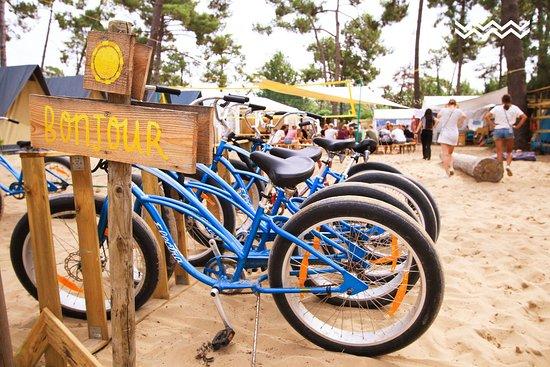 Montalivet, France: Für uns ist es wichtig, dass du auch zahlreiche andere Freizeitmöglichkeiten nutzen kannst. Du kannst deine Tage frei gestalten und findest ein vielseitiges Angebot vor. Von Yoga, Fahrrädern bis hin zu Beachvolleyball.