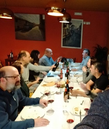Montiel, Španělsko: El restaurante: bonito y acogedor. Para una cena con amigos.