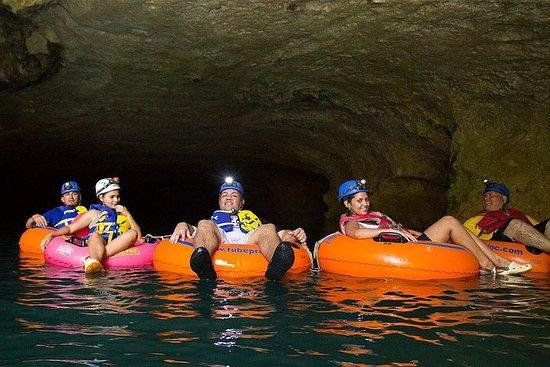 BBQランチと洞窟のチュービング&ジップライダーの冒険