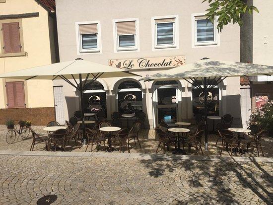 Eppingen, Nemecko: Wunderschöner Aussenbereich am Ludwigsplatz im Stadtzentrum.
