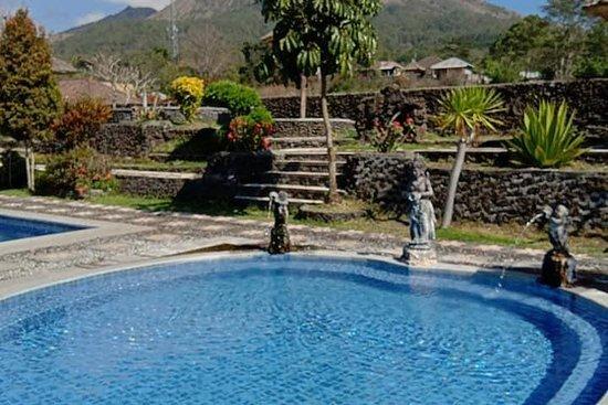 Camp de sources chaudes privées et le lever du soleil à Batur