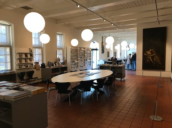 Heino, Nederland: Library and shop of the museum
